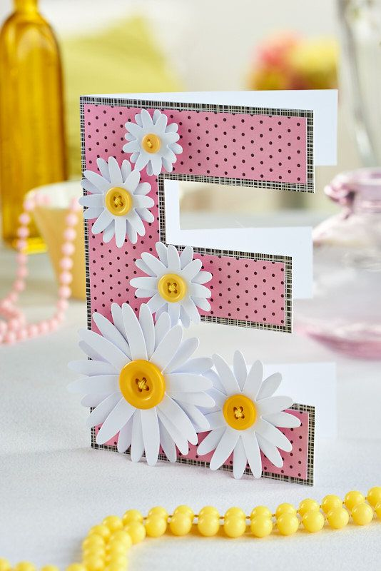 Who wouldn't love this initial card? (PaperCrafter issue 82)