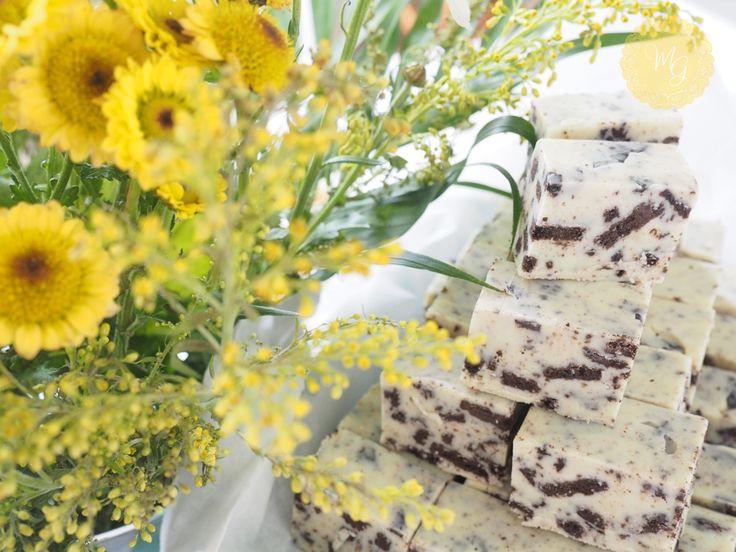 White chocolate & oreo cookie fudge by Madame Gâteaux - Fudge με λευκή σοκολάτα και μπισκότα Oreo από τη Madame Gâteaux