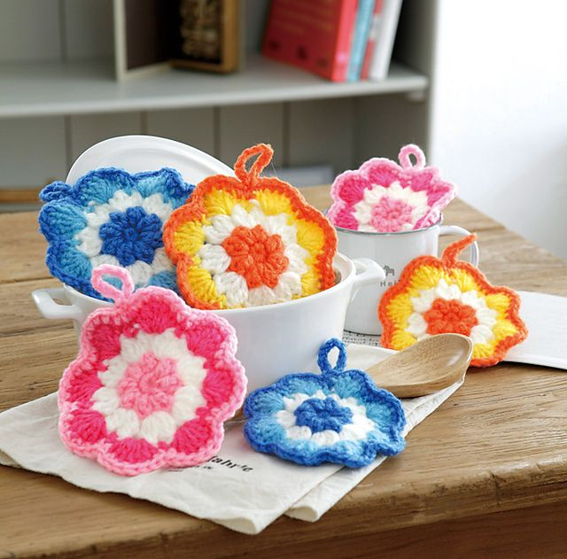 Ravelry: free Zakka Flower Tawashi pattern by Pierrot (Gosyo Co., Ltd)