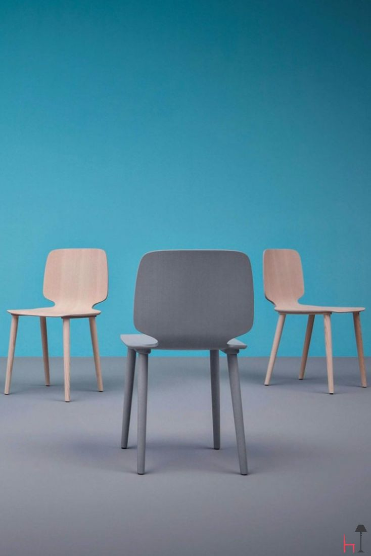Babila is a chair able to move along tradition and innovation with great agility.