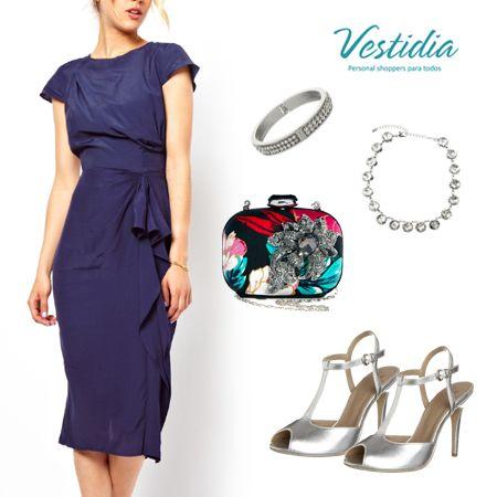 Sobria y actual es este #look de @Vestidia para tus eventos