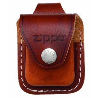 เก็บเงินปลายทาง  Zippo LPLB-000001 Brown Lighter Pouch Loop แบบมีหูห่วง  ราคาเพียง  650 บาท  เท่านั้น คุณสมบัติ มีดังนี้ กระเป๋าไฟแช็คแบบมีหูห่วง ใส่ไฟแช็ค Zippo ได้ทุกขนาด ผลิตจากหนังวัวแท้ วัสดุคงทน แน่นหนา แข็งแรง ผลิตและนำเข้าจาก USA