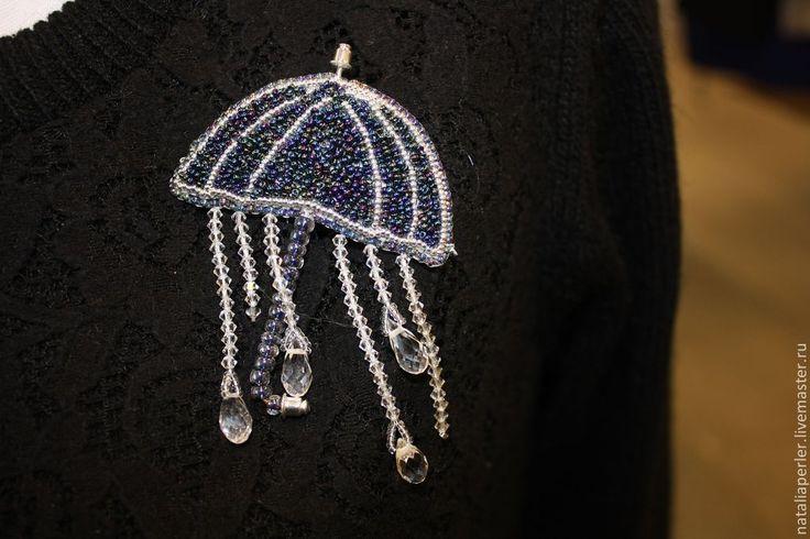 """Купить Брошь """"Хрустальные капли"""" - тёмно-синий, кристаллы сваровски, зонтик, брошь, подарок для девушки"""