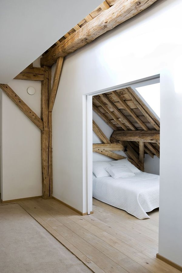exposed wood beams, white linens