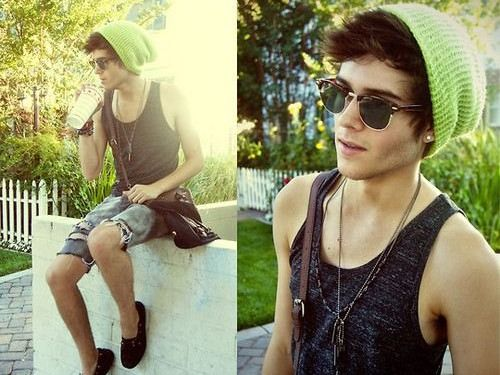 i actually am kinda liken this.. he's cute in some hipster kind of way