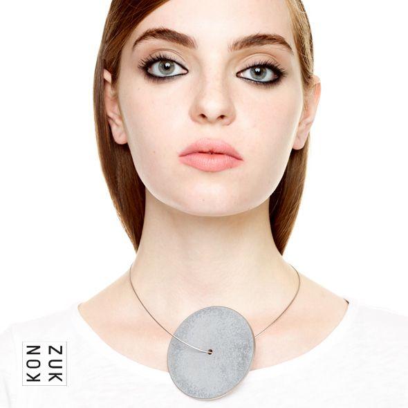 KMp250 Discus Concrete Necklace