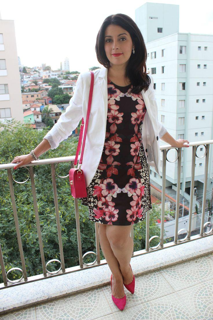 Mix  match dress (floral and animal print) Vestido estampado com mix de estampa (floral e animal print) http://www.elropero.com/2015/03/look-vestido-com-mix-de-estampa.html
