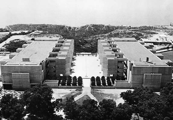 Jonas Salk establishes the Jonas Salk Institute for Biological Studies in La Jolla California. The 26-acre campus, designed by architect Louis I. Kahn, overlooks the Pacific Ocean on Torrey Pines Mesa (1963)
