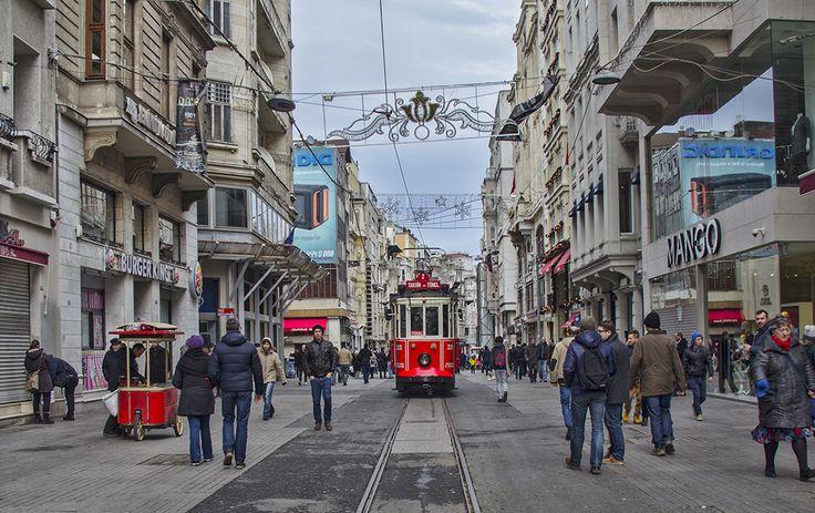 #taksim #istanbul #türkiye #turkey #tramway #tramvay #photograpy #fotoğrafçılık