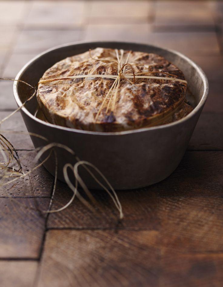 Recette Pâté de campagne : Allumez le four sur th.7/210°.Tapissez une terrine avec les tranches de poitrine, mélangez tous les autres ingrédients puis ajou...
