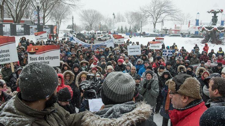 Salju tak Halangi Ratusan Orang Kanada Berkumpul untuk Hormati Para Korban Penembakan di Masjid  QUEBEC (SALAM-ONLINE): Meski jalan-jalan dipenuhi salju namun tak menghalangi ratusan orang pada Ahad (5/2) untuk menghormati enam Muslim yang ditembak mati pada Ahad (29/1) lalu saat shalat berjamaah di sebuah masjid di Kota Quebec Kanada.  Kami datang tidak untuk Islamofobia kami datang untuk perdamaian Open Your Heart dan Tidak untuk Terorisme demikian pesan-pesan yang diungkapkan melalui…
