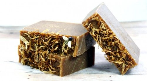 This homemade green tea and turmeric soap recipe harnesses green tea's anti-oxidant properties and combines it with turmeric's anti-acne, anti-aging and skin lightening properties for a fantastic homemade soap that's great for all skin types. (Plus it's palm free!)