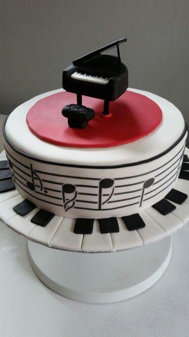 Piano cake.