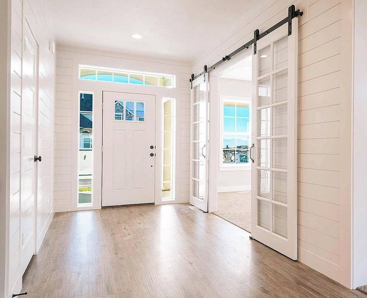 @mIllhavenhomes sure knows how to make an entrance. Love the transom window over the front door!