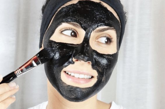 Masque Charbon + aloe + eau 1/2 càc de charbon vegetal activé 1 càs d'aloe vera 1 càc d'eau ou hydrolat