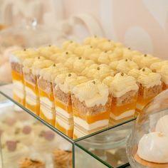 Этот мандариновый десерт - мой фаворит )  Мусс со сливочным сыром, мандариновое желе, бисквит дакуаз, ванильный крем - это очень вкусно 😋