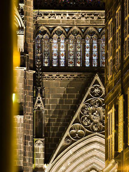 Façade nord de la cathédrale de Clermont Ferrand de nuit