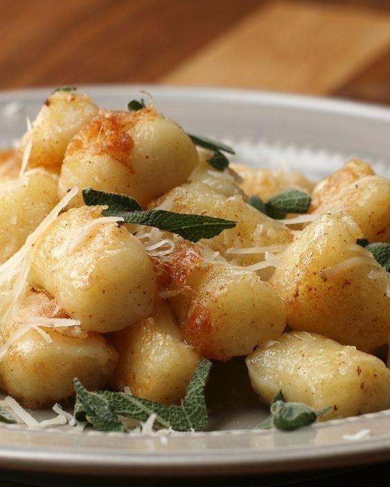 Nhoque de mandioca na manteiga.   27 receitas deliciosas e fáceis de fazer se você não sabe o que jantar