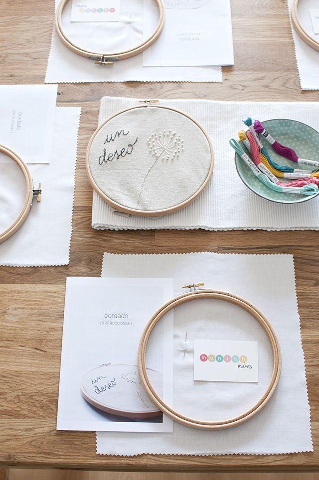 La mesa preparada para nuestro taller de bordado de nuestro Club Creativo MUNICH MAKES - Table ready for our embroidery workshop (in our Creative Community in Spanish in Munich, called MUNICH MAKES)