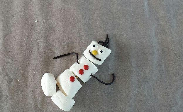 Olaf maken van marshmallows. Voor uitleg zie blog www.kinderfeestjes-groningen.nl