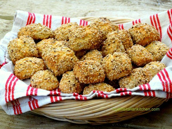 Sicilian Reginelle biscuits with sesame seeds | mylittleitaliankitchen.com