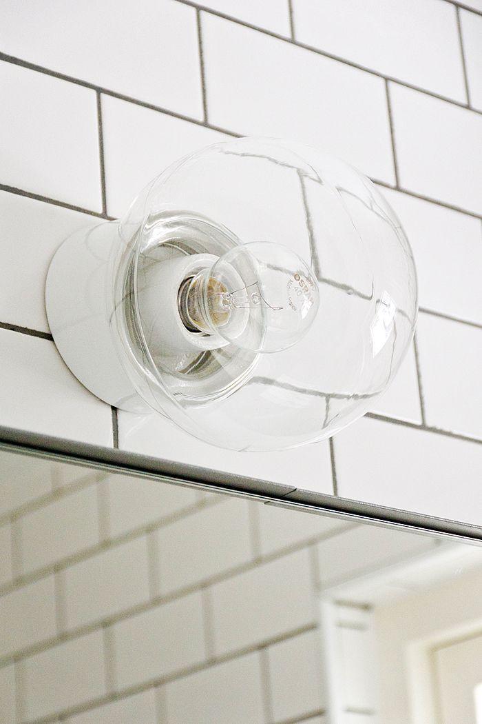 Nästa år skall vi renovera badrummet. Så här går mina tankar. Inkaklat badkar marmorgolv och lampan tidstypiska skulle bli bra i...