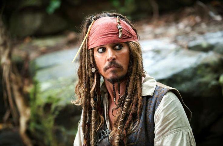"""""""Ci sono volte... quasi tutte le volte... che preferisco guardare il mondo attraverso un bicchiere di rum."""" - Capitan Jack Sparrow, Pirati dei Caraibi"""