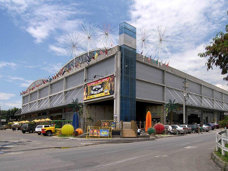 Primera Etapa Centro de Distribución Inversiones Pinamar S.A. - Construcción de una edificación de uso industrial y obras de urbanismo. Reforma del Centro de Distribución Inversiones Pinamar - Kiosko, muelles de recibo, zonas de almacenamiento, parqueaderos y oficinas.