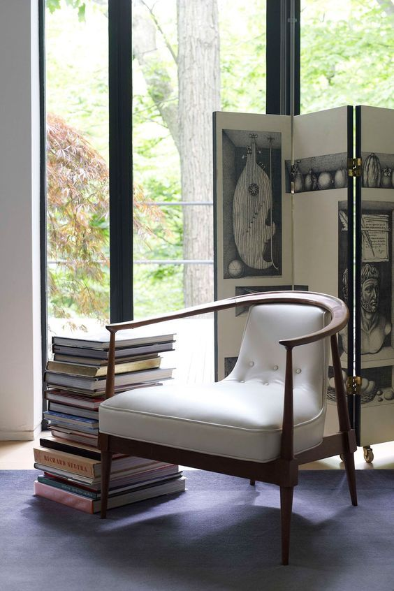 Ideas to Place Mid Century Modern Chair in Contemporary Room : Mid Century Modern White Chair