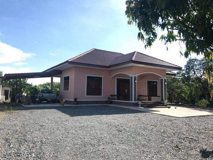 5 Small Bungalow House Designs With A Budget Starting 200 000 Bath Or 6 300 Dollars Small Bungalow House Plan Gallery Bungalow House Design