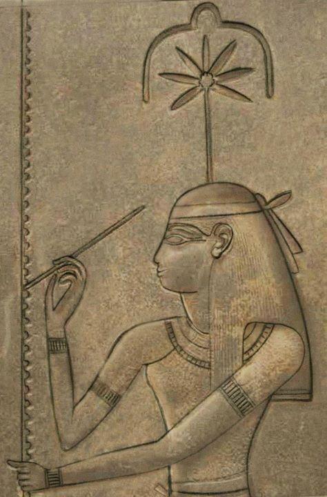 """Seshat (Sesha, Sesheta), diosa de la escritura y el registro, cuyo nombre significa """"el que escribe""""."""