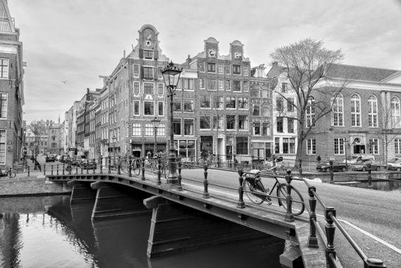 Kloveniersburgwal hoek Rusland in Amsterdam.