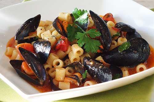 #RicettediPuglia #VieniaMangiareinPuglia  Il piatto del giorno è:  Tubettini con le cozze, ricetta tarantina  #EvedichetiMangi