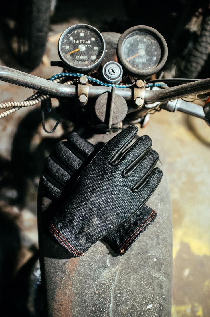I think I could wear these in bad weather. First time I've ever said I like gloves.  The Onyx Ranger is our answer to winter. The glove is lined with wool, and mixes American Mills Cone Selvedge Black Denim and Black Deer Skin. The ...