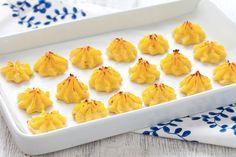 Croccanti fuori e morbide dentro, le patate duchessa sono un contorno tipico della cucina francese. Provate la ricetta di questi sfiziosi ciuffetti di patate!!