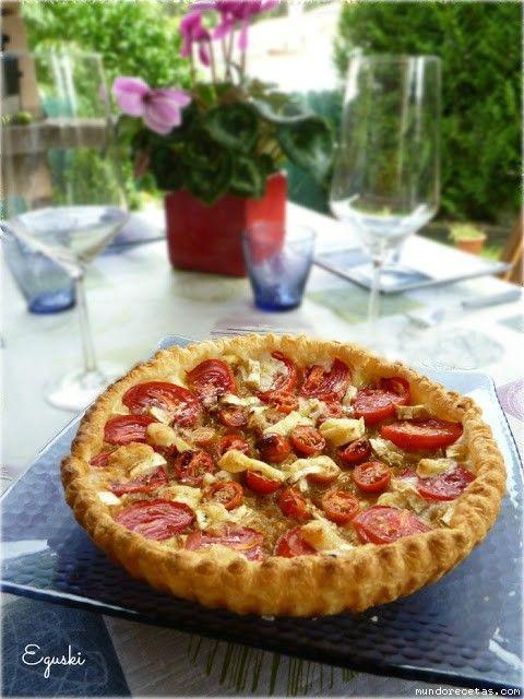Tartaleta de cebolla caramelizada, tomates y queso rulo de cabra ( Thermomix