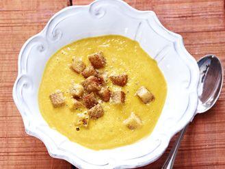 Würzige Kürbis-Kokos-Suppe mit Zimt-Croûtons