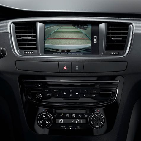 #Peugeot #508RXH Reverse parking camera: allows the driver to visualise manoeuvres on the big touchscreen, making parking safer and easier.
