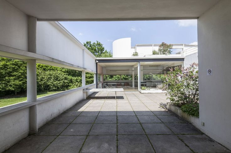 Interior view. Ville Savoye, Le Corbusier's machine of inhabit. Photography © Montse Zamorano.