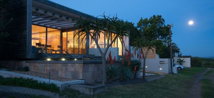Larch House luxury self-catering villa on Grotto Beach in Hermanus - www.larch-house.co.za