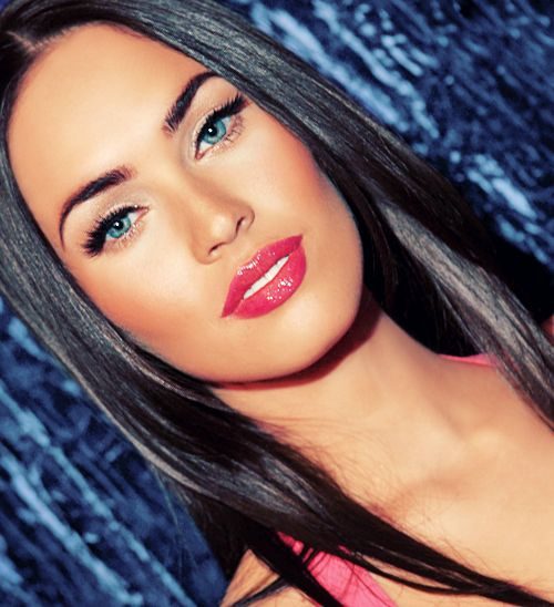 megan fox makeup... winged liner and a hot pink lip... all time fave combo!