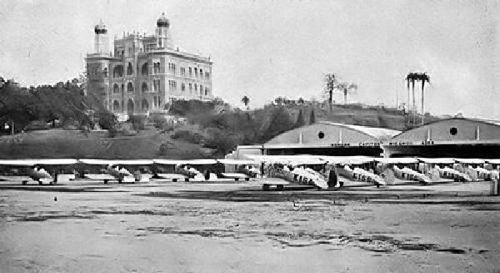 https://flic.kr/p/9owCv   Manguinhos - Aeródromo   O Aeródromo de Manguinhos era o novo campo de aviação do Aeroclube do Brasil, que foi fundado em 1911, e na década de 30 foi autorizada pela esfera municipal e federal a utilização de parte do terreno de Manguinhos. Com o passar dos anos ele foi o principal Centro de Aperfeiçoamento de Instrutores e também foi Escola de Piloto de Recreio e Desporto.  Na década de 40 vários departamentos foram criados lá, como o de pára-quedismo e o de…