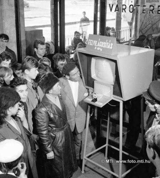 Televíziós informátor a buszpályaudvaron Székesfehérvár, 1965