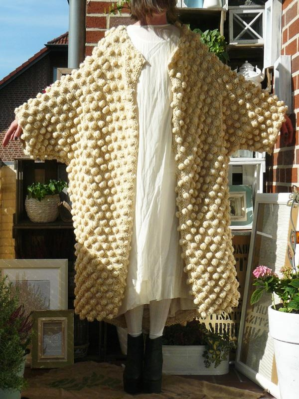 Popcorn stitch coat – 404 link – anyone know the designer of this gorgeous beast?