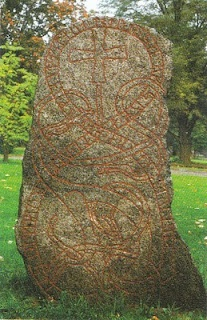 Rune, Uppsala, s. XI, by Gamlta Torget. Germanic mythology gave great valor to the writing, which was runic. This knowledge was acquired with suffering. Odin, father of the gods, suffered nine days of fasting and pain to reach this knowledge.