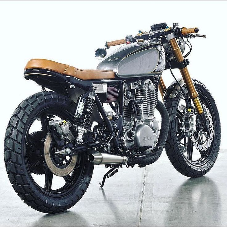 Another fine single cylinder Yamaha