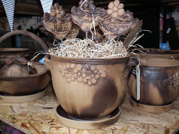 Krásné a stylový keramické truhlíky.  https://www.facebook.com/Niels.Decor.bytove.doplnky.dekorace/photos/pb.415419111930791.-2207520000.1428141928./529989230473778/?type=3
