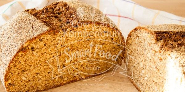 Ein Low Carb Brot Rezept zum selber backen für ein kräftiges Eiweißbrot mit gesundem Hanfmehl, Leinsamenmehl und Kokosmehl.