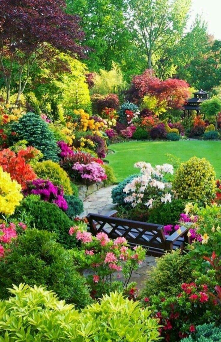 TRÈS BEAU JARDIN FLEURI. | Jardins | Beaux jardins, Idee jardin ...