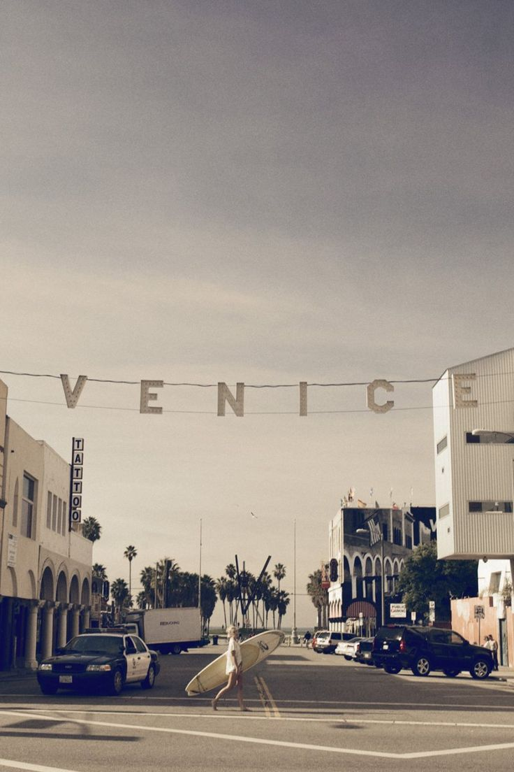 I've always wanted to get a picture with the Venice sign in the background, but have never been able to figure out how to get a really good shot of it without standing in the street and taking my life into my hands.  Thankfully, someone else got this one.  Thanks!